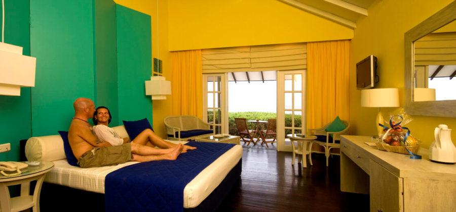Adaaran Select Meedhupparu Beach Villa Schlafzimmer