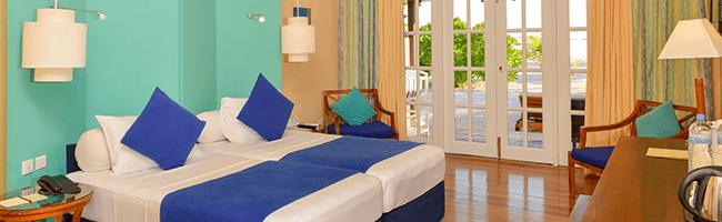 Adaaran Select Meedhupparu Beach Villa Bett 2