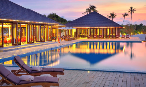 Atmosphere Kanifushi Sunset Pool und Terrasse