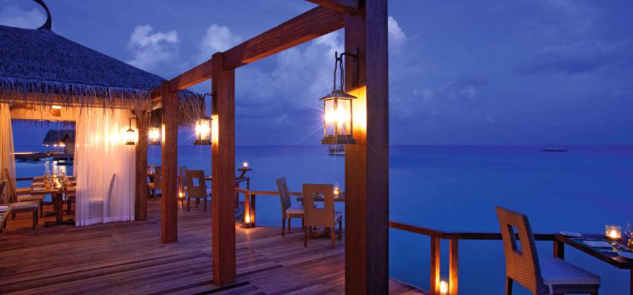 Constance Moofushi Manta Restaurant Abend