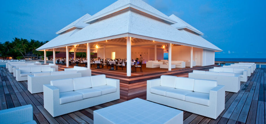 Diamonds Thudufushi Aqua Over Water Lounge