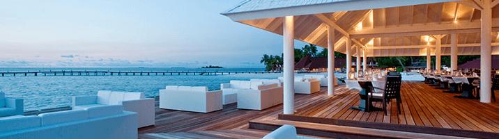 Diamonds Thudufushi Aqua over water Lounge und Meer