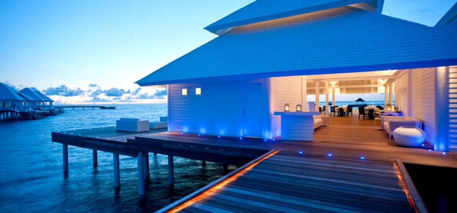 Diamonds Thudufushi Aqua Over Water Restaurant Abends