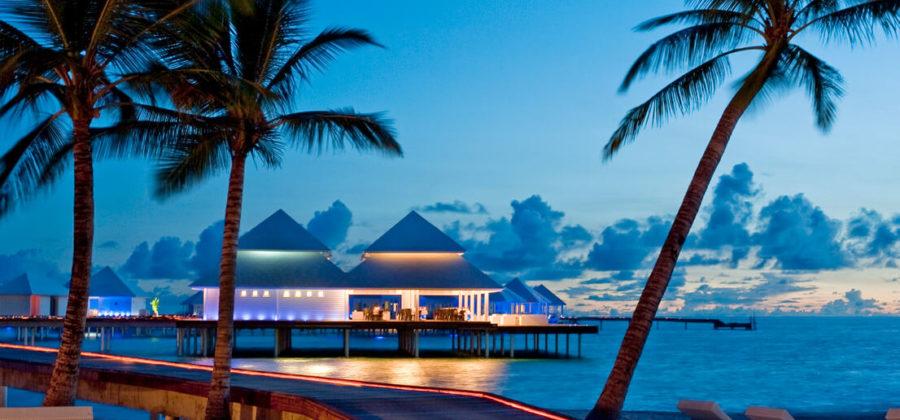 Diamonds Thudufushi Blick auf Aqua Over Water Restaurant