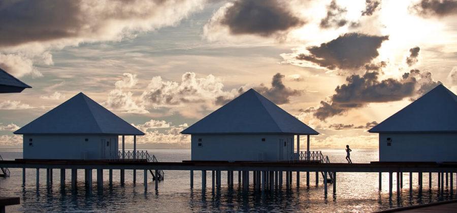 Diamonds Thudufushi Jacuzzi Water Villas Sonnenuntergang