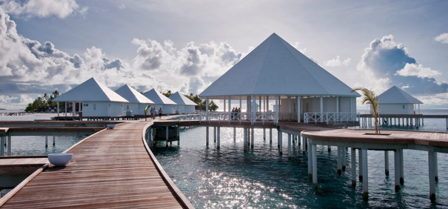 Diamonds Thudufushi Jacuzzi Water Villas Steg