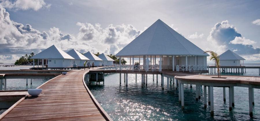 Diamonds Thudufushi Jacuzzi Water Villas Steg