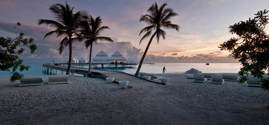 Diamonds Thudufushi Steg Sonnenuntergang