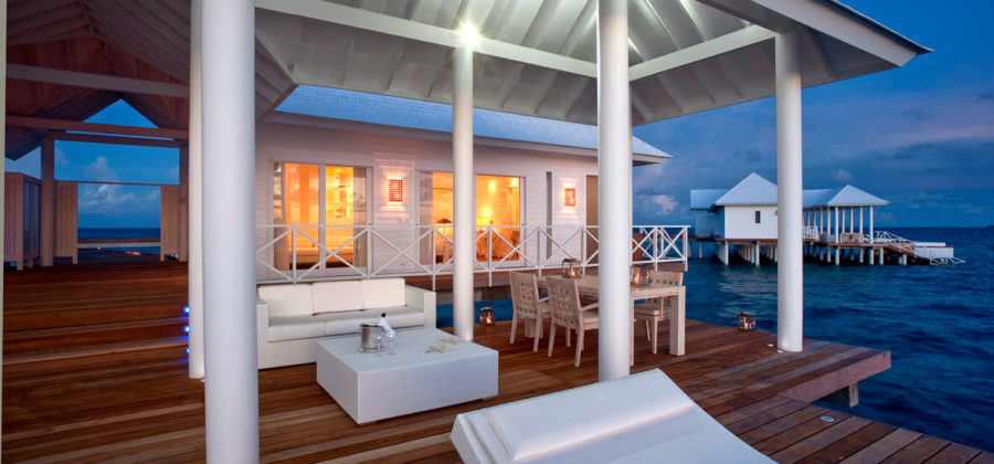 Diamonds Thudufushi Two Bedroom Water Villa Terrasse Abend