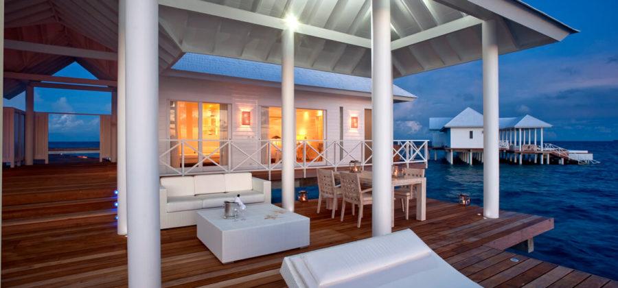 Diamonds Thudufushi Two Bedroom Water Villa Terrasse Abend