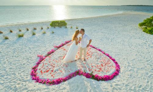 10 Tage auf Hochzeitsreise im Holiday Island Resort & Spa (4*) mit All Inclusive, inkl. Flug & Transfer