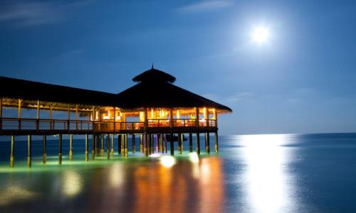8 Tage in einer Wasser Villa des Reethi Beach Resort (4*) mit HP, inkl. Flug & Transfer