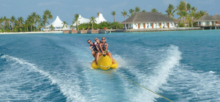 Safari Island Resort Wassersport Bananenboot