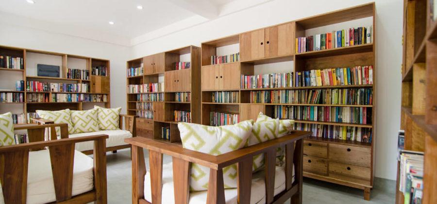 Summer Island Maldives Bibliothek