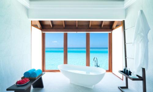 Anantara Dhigu Overwater Pool Suite Wanne
