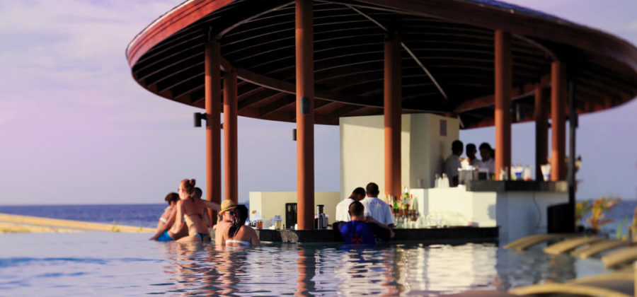Centara Ras Fushi Waves Pool Bar