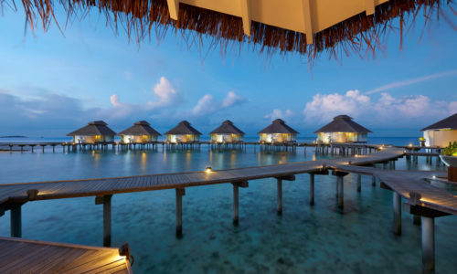 Ellaidhoo Maldives by Cinnamon Over Water Villas abend