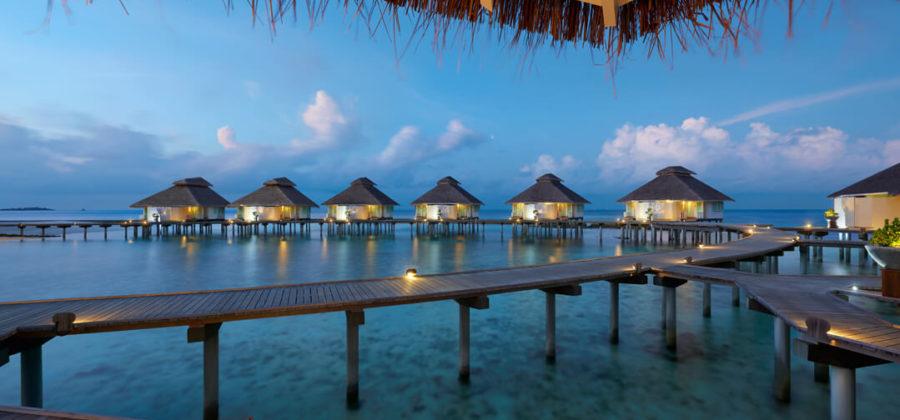Ellaidhoo Maldives by Cinnamon Over Water Villas abend