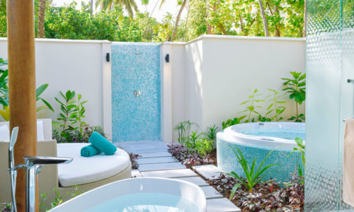 Kandima Beach Villa with Jacuzzi Garten