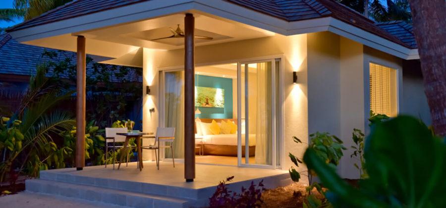 Kandima Beach Villa with Jacuzzi seitlich