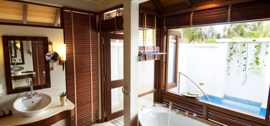 Kurumba Beach Villa with Jacuzzi Bad