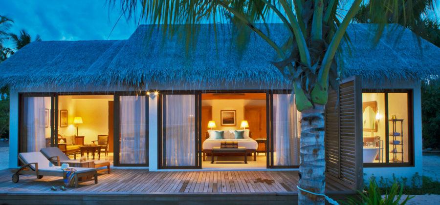 The Residence Maldives Beach Villa abends