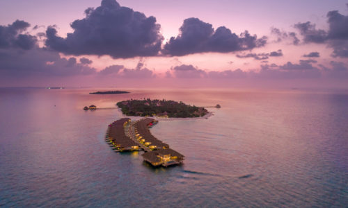 9 Tage im Kudafushi Resort & Spa (5*), mit AI, inkl. Zug, Flug & Transfer