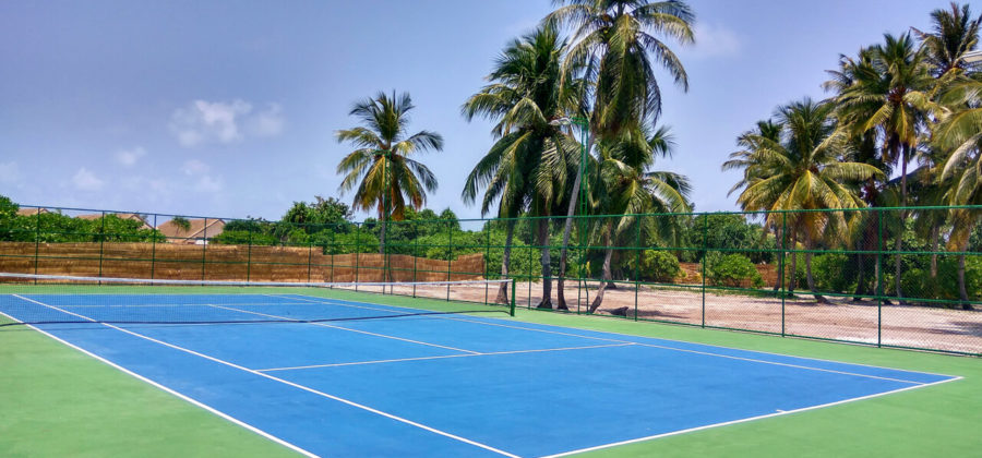 Kudafushi Resort und Spa Tennis Court